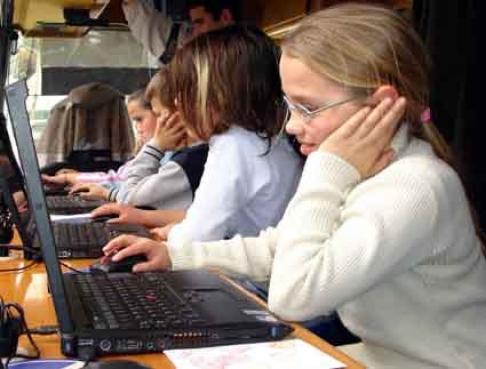 Cresce exposição de jovens na internet, mostra pesquisa